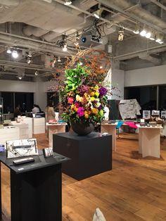 8845   #flower #shop #works #matilda #中目黒 Matilda, Kitchen Island, It Works, Flowers, Shop, Plants, Home Decor, Island Kitchen, Decoration Home