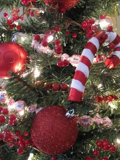 Sew Many Ways...: Peppermint Candy Garland...
