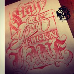 No automatic alt text available. Chicano Tattoos Lettering, Tattoo Lettering Styles, Cursive Tattoos, Graffiti Lettering Fonts, Hand Lettering Art, Tattoo Script, Lettering Design, Tattoo Perna, Tattoo Fonts Alphabet