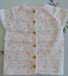 EN BASİT HALİYLE BEBEK YELEĞİ TARİFİ Baby Knitting Patterns, Baby Cardigan Knitting Pattern, Knitting Socks, Filet Crochet, Knit Crochet, Baby Sweaters, Crochet For Kids, Baby Vest, Gifts For Kids