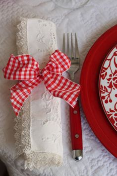 #red wedding tables ... Red Gingham...add a touch of evergreen and have a simple decorative napkin ring that is BEAUTIFUL AND INEXPENSIVE!!!!