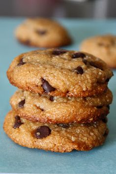 This Christmas, do Santa a favor and leave him some of these delicious and healthy chocolate chip cookies. This recipe from FoodAndYogaForLife.blogspot.ca is free of eggs, dairy, refined sugar, and…