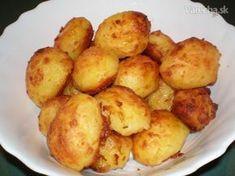 Podľa Delie Smith sa takto pečené zemiaky podávajú v Anglicku k nedeľnému obedu- roastbeef, yorkshireský puding, pečené zemiaky. Zemiaky ako prílohu jedávame všetci, ale tieto sú predsa len trochu iné.