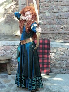 Disney Cosplay Merida from Brave! I need a kid-friendly Halloween costume for work ! And I wouldn't need to buy a wig! Merida Cosplay, Epic Cosplay, Disney Cosplay, Amazing Cosplay, Disney Costumes, Cool Costumes, Cosplay Girls, Cosplay Costumes, Cosplay Ideas