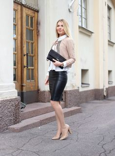 Lovely Ladies in Leather: Miscellaneous Leather Leather Pencil Skirts (Part Twenty) Outfits Damen, Plaid Outfits, Hot Outfits, Classy Outfits, Long Leather Skirt, Black Leather Pencil Skirt, Pencil Skirt Work, Pencil Skirts, Office Fashion Women