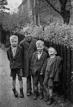 Young boys who were dug out from the rubble of their destroyed homes the morning after a Luftwaffe bombing; Coventry, England - 15 November 1940 Photo by George Rodger. One little boy definitely has joie de vivre! Vintage Pictures, Old Pictures, Old Photos, The Blitz, Interesting History, British History, World History, Vintage Photographs, World War Two