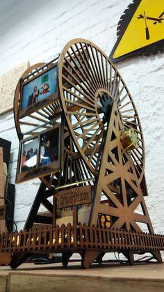 DIY Ferris Wheel Photo Frame