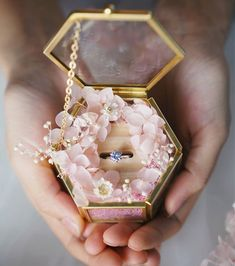 Unique Clear Glass Ring Box Wedding Hexagon Ring Box Gold Frame Glass Box Wedding Gift Jewelry Box with preserved flower Ring Holder Wedding Gift Boxes, Wedding Gifts, Glass Jewelry Box, Glass Ring, Hexagon Box, Ring Holder Wedding, Ring Bearer Box, Engagement Decorations, Flower Holder