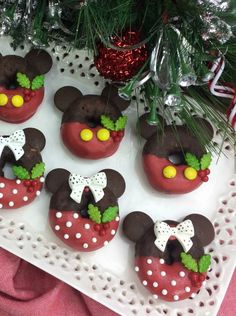 Seriously, these are the most adorable Mickey and Minnie holiday mini donuts. Imagine the look on your kids face when they see these cute treats! Christmas Donuts, Christmas Treats, Disney Christmas, Mickey Mouse And Friends, Minnie Mouse Party, Mini Donuts, Doughnuts, Donut Birthday Parties, 2nd Birthday
