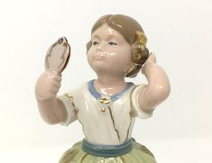 Torralba porcelain figurine, Spanish woman holding hand mirror, vintage woman statue. #vintagefigurine #spanishfigurine #femalestatue #torralba #dresserwhimsy #porcelainfigurine #porcelainlady Vintage Decor, Unique Vintage, Vintage Ladies, Vintage Items, Vintage Woman, Spanish Woman, Mini Heart, Vintage Outfits, Vintage Jewelry