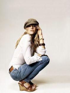 Sienna Miller I keep wanting to wear John's newsboy cap Sienna Miller Style, Wedges Outfit, News Boy Hat, Foto Pose, Blazer, Autumn Winter Fashion, Fall Fashion, Fashion Ideas, Swagg