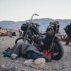 Can I just quit my job and live the highway hobo lifestyle till I die in a back country knife fight? Motorcycle Camping, Chopper Motorcycle, Motorcycle Clubs, Bobber Chopper, Harley Bikes, Harley Davidson Bikes, Hd 883 Iron, Old School Chopper, Bobber Bikes