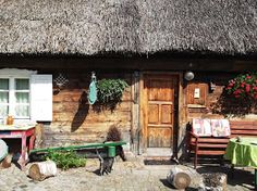 chata koc Cabin, House Styles, Cottages, Outdoor Decor, Polish, Home Decor, Cabins, Vitreous Enamel, Decoration Home
