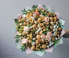 Hat Box Flowers, Vegetable Bouquet, Edible Bouquets, Candy Bouquet, Gift Hampers, Floral Wreath, Projects To Try, Gift Wrapping, Snacks