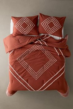 """Cotton comforter with a plush poly fill and woven construction, topped with linear geometric tufting for a textural touch we love. Shams sold separately.Content + Care. 100% Cotton; polyester fill Machine wash Imported Size Twin XL Dimensions: 90""""l x 66""""w Full/Queen Dimensions: 86""""l x 86""""w King Dimensions: 96""""l x 104""""w Handmade Duvet Covers, 100 Cotton Duvet Covers, Full Duvet Cover, Comforter Cover, Cotton Bedding, Quilt Cover, Comforter Sets, Duvet Cover Sets, Burnt Orange Comforter"""