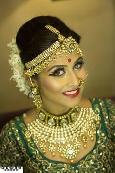 Indian Wedding Jewelry - Polki and Diamond Jewelry | Gold Maatha Patti, Polki Meenakari Choker with a Diamond Necklace with Polki Pendants #wedmegood #indianwedding #indianbride #polki #indianjewelry #diamond #maathapatti