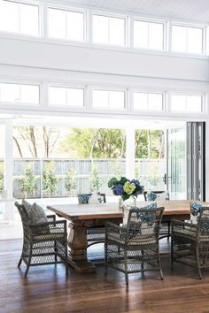 This beautiful home shows how to decorate your home in the Hamptons style with a classic Hamptons kitchen and living room filled with coastal decorating ideas Hamptons Style Homes, Hamptons House, The Hamptons, Hamptons Decor, Hamptons Bedroom, Coastal Style, Coastal Decor, Coastal Interior, Modern Coastal