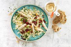 29 februari - Makreel + bloemkool + granaatappelpitjes in de bonus Albert Heijn = een #couscous zoals je 'm nog niet kent - Recept - Allerhande Fish Recipes, Low Carb Recipes, Healthy Recipes, Fish Dishes, Tasty Dishes, Salads Up, Salad Dressing Recipes, Eating Habits, Dinner Recipes