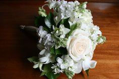 Delicate #wedding bouquet in #vintage silver holder.  teresaferrando.com