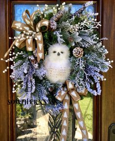 Snowy owl wreath, with frosted branches Owl Wreaths, Wreath Crafts, Holiday Wreaths, Holiday Crafts, Wreath Ideas, Christmas Owls, Christmas Projects, Christmas Ornaments, Snow Owl