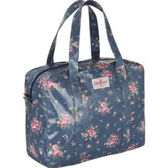 Make a statement with this pretty yet practical Notting Hill Rose bag. Large enough to carry everything you need, with a durable oilcloth finish. Our new shape bags are a great replacement for our old carry-all bags, and come complete with a secure zip fastening, internal pocket, and easy to carry handles which fit snugly over the shoulder.