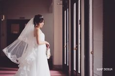 #愛知ロケーション前撮り . . あじさいの里さんでの和装撮影の後は . 豊橋市に移動して洋館でドレス前撮り . . いつも思うんですけど . ドレス撮影の最大のアイテムは . やっぱりベールだと思うのです . うん .  . . #でもネットで適当にベール買っちゃうと #たまに生地感が全く違う事があるので注意 #ベールなのかヴェールなのか  #結婚写真 #花嫁 #プレ花嫁 #卒花 #結婚式 #結婚準備 #ロケーション前撮り #カメラマン #ウェディング #前撮り #結婚式前撮り #写真家 #ゼクシィ #名古屋花嫁 #和装前撮り #持ち込みカメラマン #ウェディングフォト #2017春婚 #結婚式レポ #アサダユウスケ #赤いカメラ #日本中のプレ花嫁さんと繋がりたい #日本中の卒花嫁さんと繋がりたい #ウェディングニュース  #weddingphoto #バンプデザイン