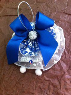 Encore une pièce unique. Décoration de table, mariage, ou pour les grandes occasions. Modèle bleu argenté. Très bel assemblage !