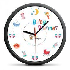Používáte při plánování svých denních aktivit diář nebo jinou organizační pomůcku? Nezapomínejte, že i děti mají svůj každodenní program, ve kterém je potřeba vše vykonat, aby se každé dítě cítilo spokojeně a nic mu nechybělo. Dětské plánovací hodiny jsou skvělou pomůckou, která pomůže při plánování úkolů, které je potřeba vykonat s vaším novorozencem. Na ciferníku hodin jsou namísto čísel uvedeny sugestivní obrázky, které vám napoví, co vyžaduje v danou chvíli dítě ze všeho nejvíc.  Okraj…