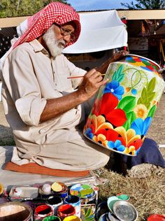 ISLAMABAD: April 12 – An artisan busy in his work at his stall during 10-day Folk Festival of Pakistan, popularly known as Lok Mela at Lok Virsa.