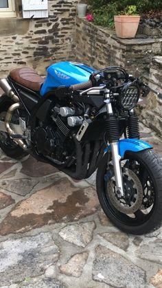 Fazer FZS 600 monté en café racee - The History of Café Racers - Cafe Racer TV Suzuki Cafe Racer, Gs 500 Cafe Racer, Style Cafe Racer, Custom Cafe Racer, Cafe Racer Build, Fz Bike, Moto Bike, Cafe Racer Motorcycle, Motorcycle Design