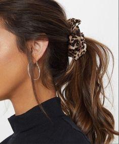 Best Stores to Buy Scrunchies & Scrunchie Hairstyles - Design & Roses - Liz Hauser Hemme - Scrunchies Trendy Hairstyles, Straight Hairstyles, Scrunchy Hairstyles, Side Hairstyles, Medium Hairstyles, Everyday Hairstyles, Wedding Hairstyles, Brown Hair Inspiration, Brown Hair Colors