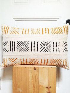This limited edition Oatmeal and hand-painted mudcloth textile is the perfect addition to your spring-cleaned palette. Medium-grey linen backing and envelope enclosure.• Spot clean only. • Woven and dyed in Mali, MADE IN BROOKLYN.• Inserts sold here: http://www.osxnasozi.com/product/pillow-inserts