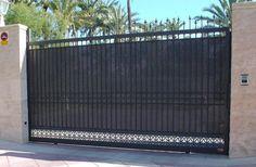 Las puertas correderas como esta son garantía de éxito. Cuenta con Cerramientos Candela para tu éxito.