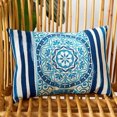 Home - Make it Coats Sew pillows for your deck or patio with outdoor fabrics and Coats & Clark Outdoor thread #sewing #outdoordecor #outdoordiyideas #coatsandclark