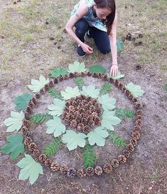 I Create Mandalas Out Of Nature Materials As A Way Of Meditation Land Art, Art For Kids, Crafts For Kids, Arts And Crafts, Mandala Nature, Outdoor Learning, Forest School, Nature Crafts, Outdoor Art