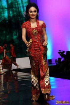 Foto Crossbreed en Kiyani in Indonesië Fashion Week «Headline