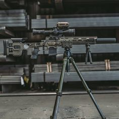 HRT Rifle rigged up and ready to role. … – All Pictures Airsoft Gear, Tactical Gear, Weapons Guns, Guns And Ammo, Bushcraft, Sniper Training, Custom Guns, Cool Guns, Military Weapons