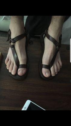 Gladiator Sandals For Men, Leather Sandals, Male Fashion Trends, Fashion Men, Zara Sandals, Pretty Sandals, Stylish Sandals, Mens Flip Flops, Gorgeous Feet