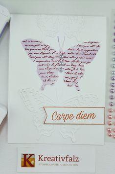 Bei dieser Kartenidee habe ich zwei verschiedene Stempelsets verwendet. Zum einen das Stempelset Very Versailles für den Hintergrund im Schmetterling und zum anderen das Stempelset Gänseblümchenglück für den Spruch. Kombiniert mit den Stanzformen Fabelhafte Falter. Das Ergebnis kann sich sehen lassen, oder? Carpe Diem, Versailles, Stampin Up, Die Cutting, Creative, Crafting, Stamping Up