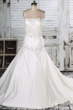 Lace-up Hourglass Sleeveless Crystal Hall Cathedral Train Glamorous & Dramatic Wedding Dress