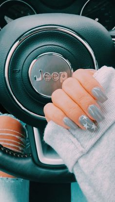 Gray nails with star nail art Blush Nails, Aycrlic Nails, Coffin Nails, Manicures, Grey Gel Nails, Gel Manicure, Nail Nail, Pedicure, Nail Polish