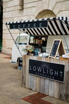 Did you catch this lovely little set up at by What a perfect way to warm up your next wedding or event! Smokehouse Grill, Coffee Shop Counter, Coffee Food Truck, Mobile Coffee Shop, Food Cart Design, Cafe Shop Design, Coffee Van, Street Coffee, Bakery Kitchen