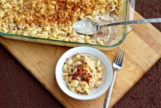 Grown up mac and cheese is nothing like the stuff you make from a box! The made-from-scratch cheese sauce, bacon, and baked cheese topping make it gourmet! Gourmet Mac And Cheese, Bacon Mac And Cheese, Baked Cheese, Smoked Gouda Cheese, Cheddar Cheese, Large Oven, Pasta Dinners, Casserole Dishes, Eat