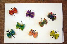 Für alle, die gern basteln im Frühling ist hier ein zauberhafte Idee!Die Schleifchennudeln werden heute zu bunten Schmetterlingen.