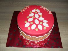 Kerst taart rood met goud kant/ Christmas cake red with golden lace