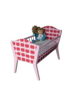 Bed for doll with appels