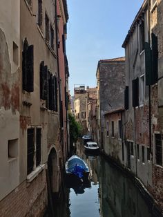 #venedig #venezia  #photographies #photographic #italy #vacation #lignano #urlaub #travel #travelblogger #travelphotography #travelholic #livingmylife #youonlyliveonce #lovetoseetheworld Italy Vacation, Travel Photography, Street View, Journey, Photo And Video, Pictures, Instagram, Photography, Photos