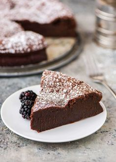 The BEST Flourless Chocolate Torte recipe. This easy chocolate torte is foolproof, impressive, and SO decadent. A touch of almond extract makes this recipe special. Perfect on its own or with ganache or raspberry sauce. A gluten free chocolate dessert EVE Best Chocolate Torte Recipe, Flourless Chocolate Torte, Chocolate Desserts, Chocolate Butter, Chocolate Lovers, Chocolate Torte Cake, Choc Ganache, Flourless Desserts, Gluten Free Chocolate Cake