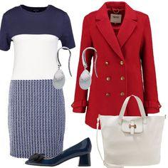Il vestito in maglia a righe blu si abbina al cappotto rosso con i grandi bottoni, stile marinaio. Completano il look le scarpe in pelle lucida blu con la punta decorata da un fiocco e orecchini luminosi. Per finire una borsa capiente bianca.