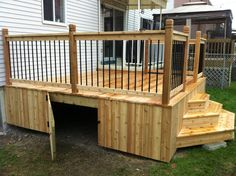 patio and ramp - Search - Wood Decora la Maison Deck Stairs, Deck Railings, Patio Deck Designs, Small Deck Designs, Small Decks, Deck Skirting, Building A Porch, Diy Deck, House With Porch